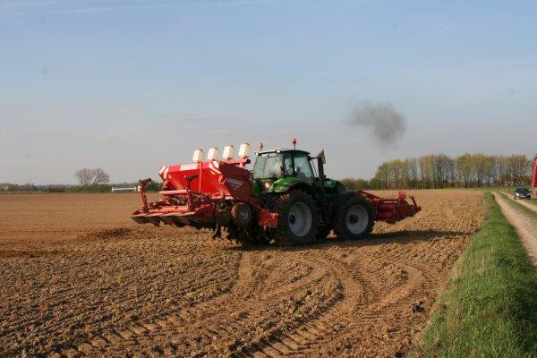 Plantation de pomme de terre vario820tms - Planter des pommes de terre ...